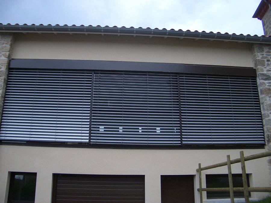 Brise soleil orientable la clinique du store et du volet for Store exterieur lame orientable